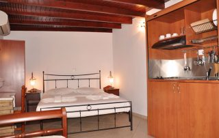 Studio 6 bed kitchenette